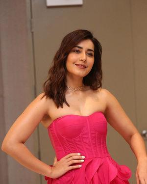Raashi Khanna - Prathi Roju Pandage Movie Pre Release Event Photos | Picture 1707913
