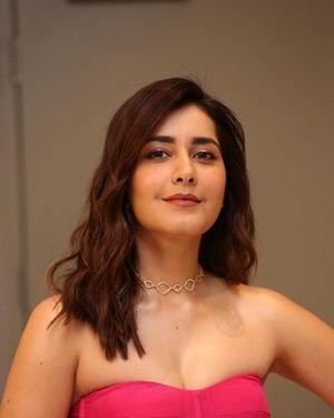 Raashi Khanna - Prathi Roju Pandage Movie Pre Release Event Photos | Picture 1707916