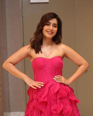 Raashi Khanna - Prathi Roju Pandage Movie Pre Release Event Photos | Picture 1707910