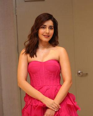 Raashi Khanna - Prathi Roju Pandage Movie Pre Release Event Photos | Picture 1707909
