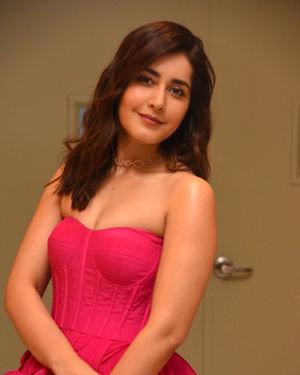 Raashi Khanna - Prathi Roju Pandage Movie Pre Release Event Photos | Picture 1708126