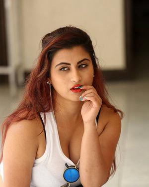 Gunnjan Aras - Wife I Movie Press Meet Photos   Picture 1711297