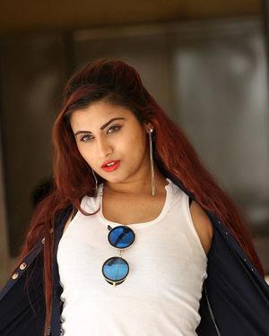 Gunnjan Aras - Wife I Movie Press Meet Photos | Picture 1711302