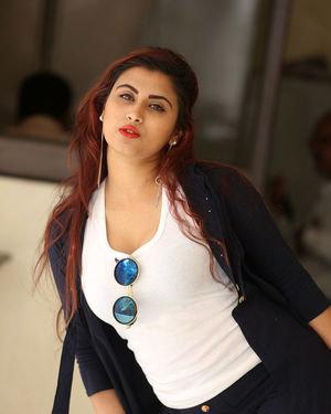 Gunnjan Aras - Wife I Movie Press Meet Photos | Picture 1711305