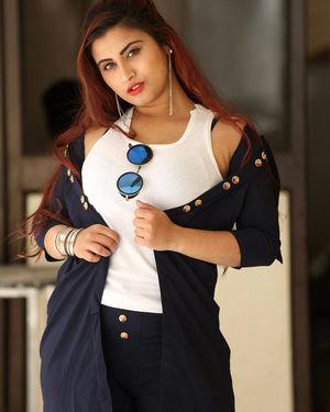 Gunnjan Aras - Wife I Movie Press Meet Photos | Picture 1711303