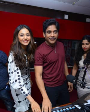 Nagarjuna And Rakul At Red FM For Manmadhudu 2 Second Single Launch Photos | Picture 1669994