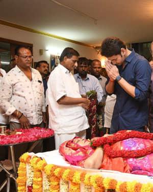 Mahesh Babu - Photos: Celebs Pay Homage To Vijaya Nirmala | Picture 1657570