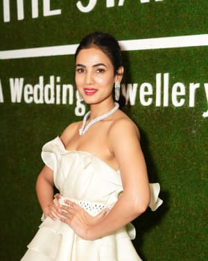 Photos: Sonal Chauhan Unveiling The Statement Show Exhibition