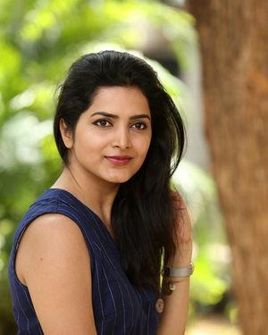 Pavani Gangireddy - Meeku Maathrame Chepta Movie Success Meet Photos | Picture 1696119