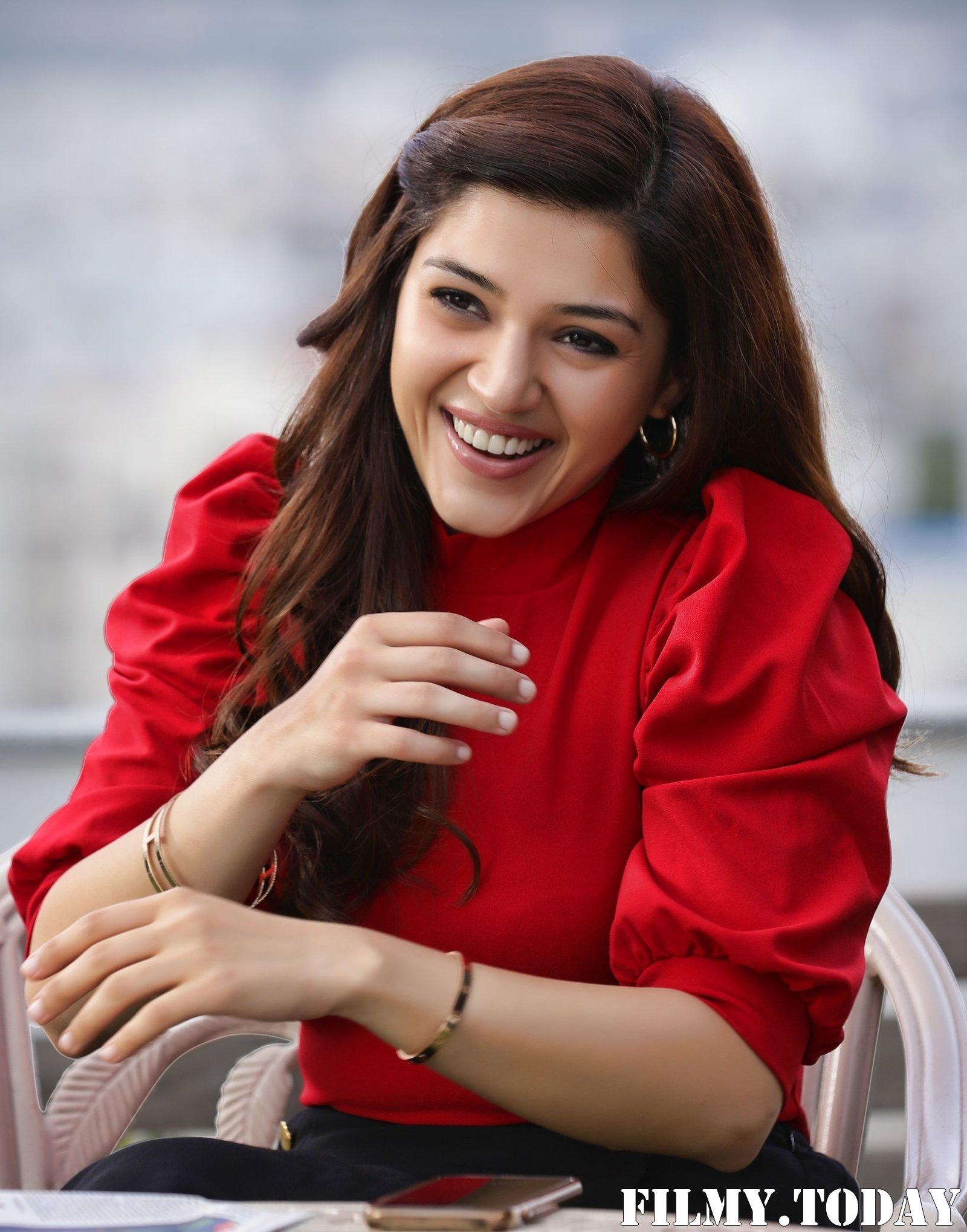 Mehreen Kaur - Entha Manchi Vadavura Movie Stills | Picture 1696595