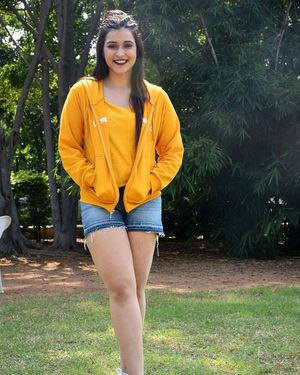 Mannara Chopra - Hi 5 Movie Shooting Spot Coverage And Press Meet Photos | Picture 1697194