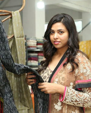 Aashikka Meka Inaugurates Pochampally IKAT Art Mela Photos | Picture 1700444