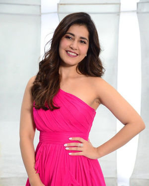 Raashi Khanna - Prathi Roju Pandage Movie Song Shoot Coverage And Press Meet Photos | Picture 1702892