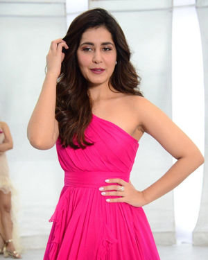 Raashi Khanna - Prathi Roju Pandage Movie Song Shoot Coverage And Press Meet Photos | Picture 1702889