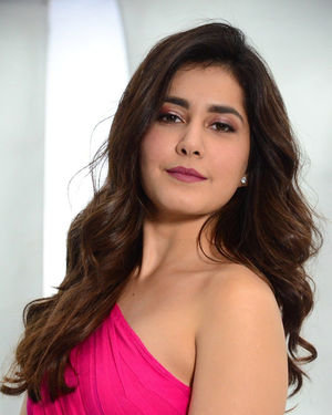 Raashi Khanna - Prathi Roju Pandage Movie Song Shoot Coverage And Press Meet Photos