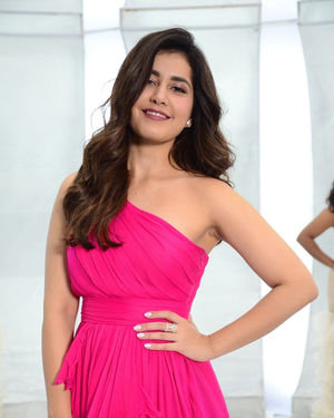 Raashi Khanna - Prathi Roju Pandage Movie Song Shoot Coverage And Press Meet Photos | Picture 1702886