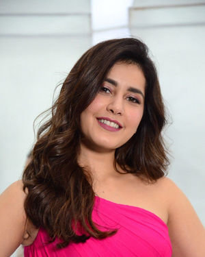 Raashi Khanna - Prathi Roju Pandage Movie Song Shoot Coverage And Press Meet Photos | Picture 1702902