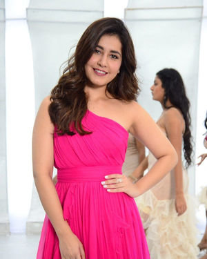 Raashi Khanna - Prathi Roju Pandage Movie Song Shoot Coverage And Press Meet Photos | Picture 1702905