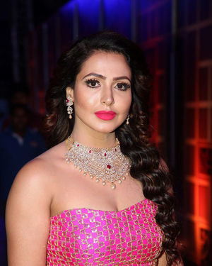 Nandini Rai - Zee Kutumbam Awards 2019 Photos