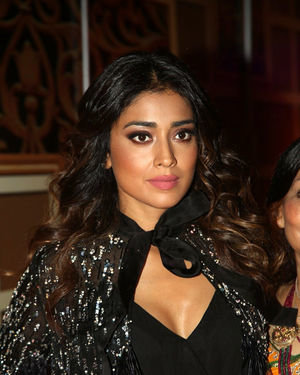 Shriya Saran - Zee Kutumbam Awards 2019 Photos