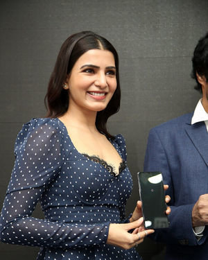Samantha Launches Oneplus Mobiles At Big C | Picture 1690700
