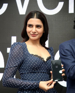 Samantha Launches Oneplus Mobiles At Big C | Picture 1690699