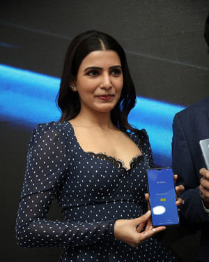 Samantha Launches Oneplus Mobiles At Big C | Picture 1690704