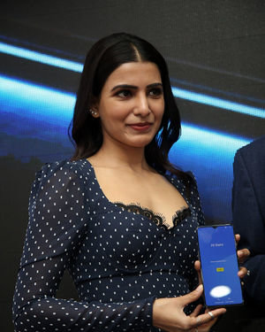 Samantha Launches Oneplus Mobiles At Big C | Picture 1690705