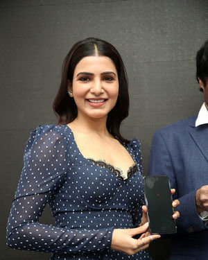 Samantha Launches Oneplus Mobiles At Big C | Picture 1690701