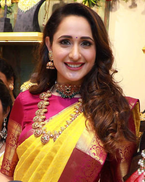 Pragya Jaiswal Inaugurates Hiya Designer Jewellery Showroom Photos