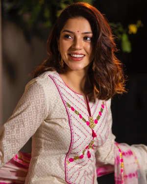 Mehreen Kaur Pirzadaa Latest Photoshoot | Picture 1729127