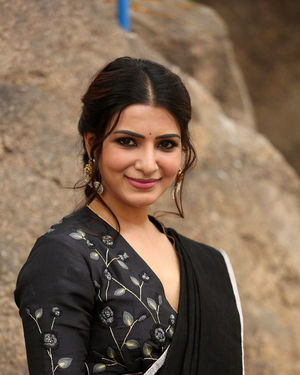 Samantha Akkineni At Jaanu Interview Photos