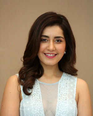 Raashi Khanna - World Famous Lover Movie Trailer Launch Photos