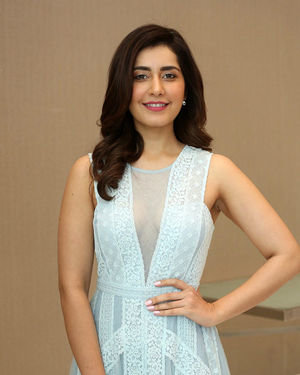 Raashi Khanna - World Famous Lover Movie Trailer Launch Photos | Picture 1719366