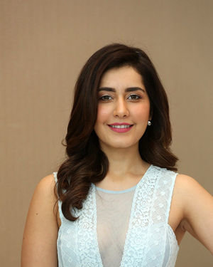 Raashi Khanna - World Famous Lover Movie Trailer Launch Photos | Picture 1719365