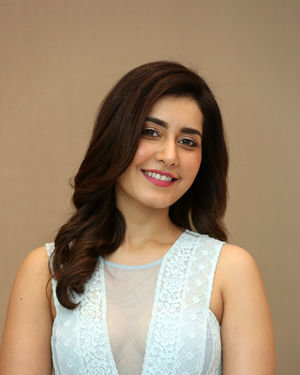 Raashi Khanna - World Famous Lover Movie Trailer Launch Photos | Picture 1719363