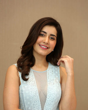 Raashi Khanna - World Famous Lover Movie Trailer Launch Photos | Picture 1719354