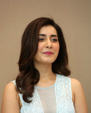 Raashi Khanna - World Famous Lover Movie Trailer Launch Photos | Picture 1719360