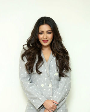 Catherine Tresa At World Famous Lover Movie Interview Photos   Picture 1719887