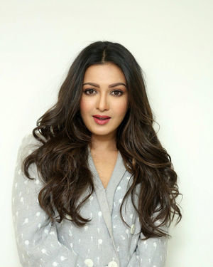 Catherine Tresa At World Famous Lover Movie Interview Photos   Picture 1719882