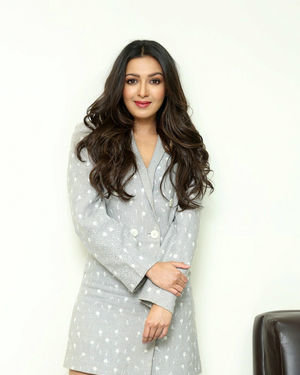 Catherine Tresa At World Famous Lover Movie Interview Photos   Picture 1719881