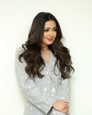 Catherine Tresa At World Famous Lover Movie Interview Photos   Picture 1719885