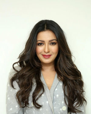 Catherine Tresa At World Famous Lover Movie Interview Photos