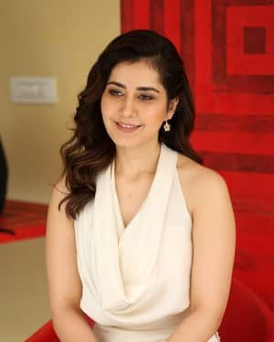 Raashi Khanna At World Famous Lover Film Interview Photos | Picture 1720493