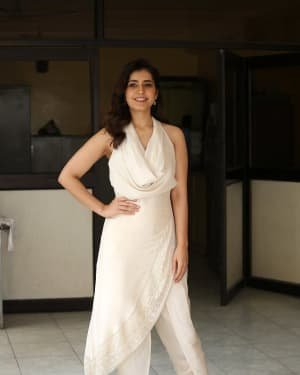 Raashi Khanna At World Famous Lover Film Interview Photos | Picture 1720498