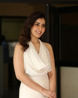Raashi Khanna At World Famous Lover Film Interview Photos | Picture 1720506
