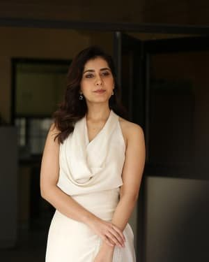 Raashi Khanna At World Famous Lover Film Interview Photos | Picture 1720502