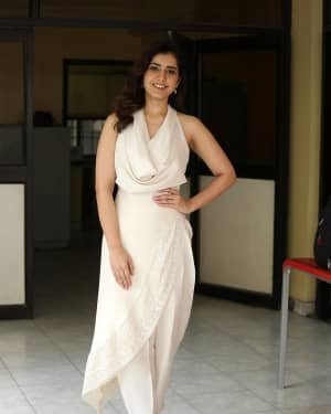 Raashi Khanna At World Famous Lover Film Interview Photos | Picture 1720501