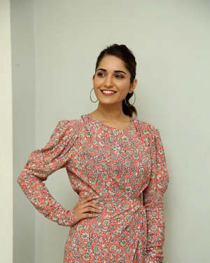 Ruhani Sharma - Hit Telugu Movie Trailer Launch Photos | Picture 1721877