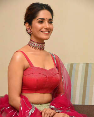 Ruhani Sharma - HIT Movie Pre-release Event At Vizag | Picture 1723312